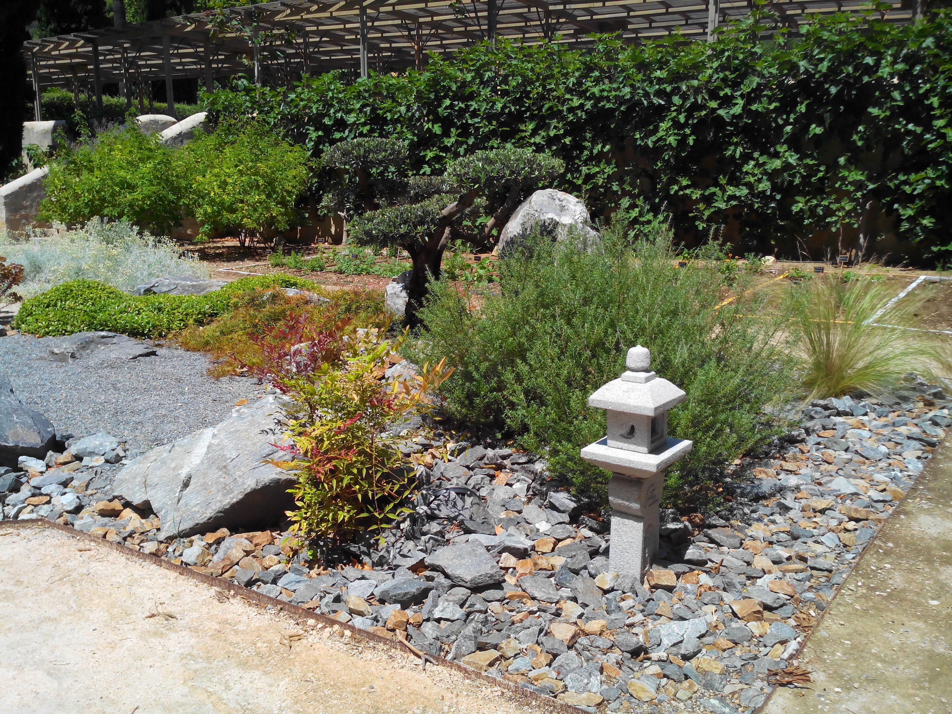 Nain de jardin en plastique nain de jardin siffleur pelle for Acheter un nain de jardin